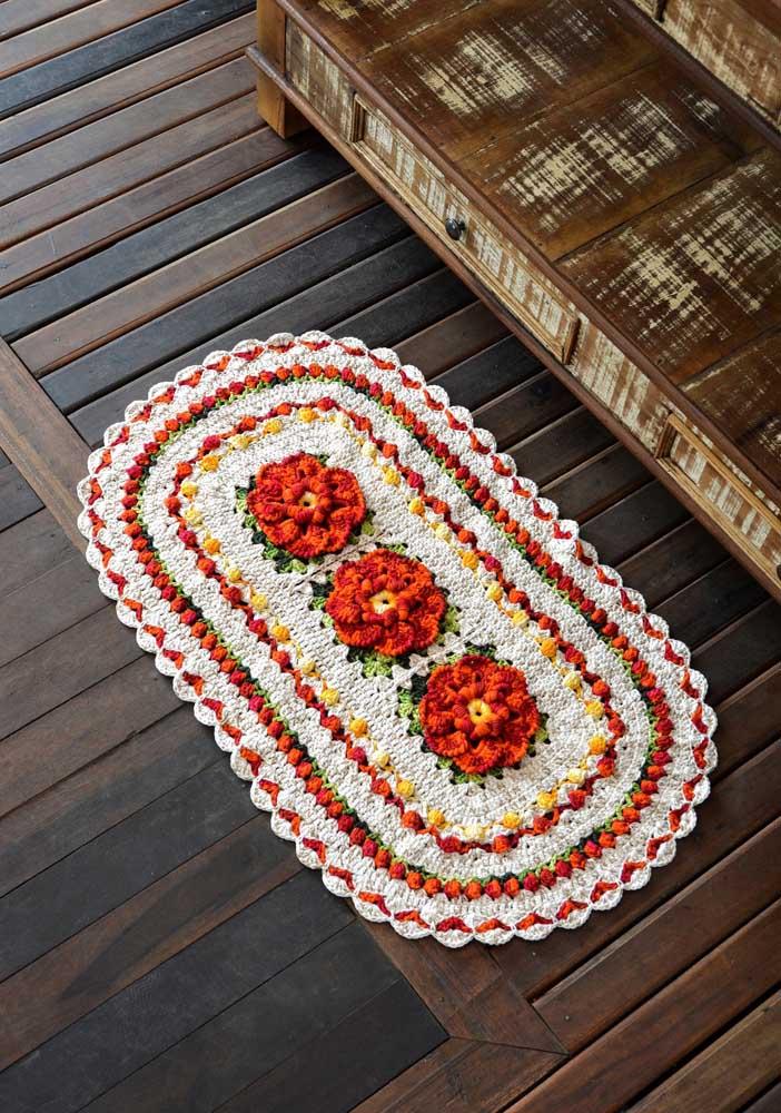 Lindas flores laranjas para embelezar o tapete de crochê oval