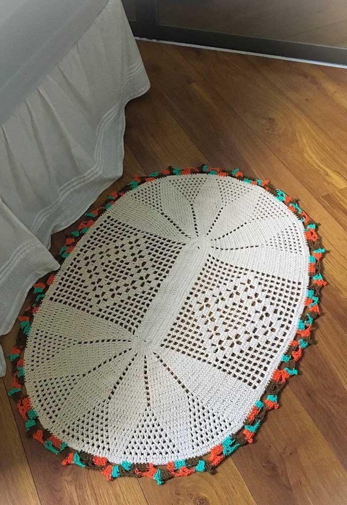Uma borda colorida para fazer aquele charme no tapete de crochê oval