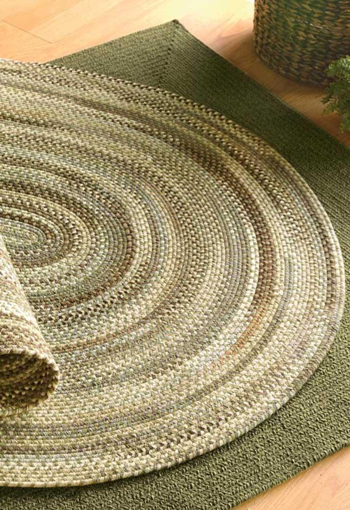 Uau! E que tal esse tapete de crochê oval em tons de bege e verde? Um arraso!