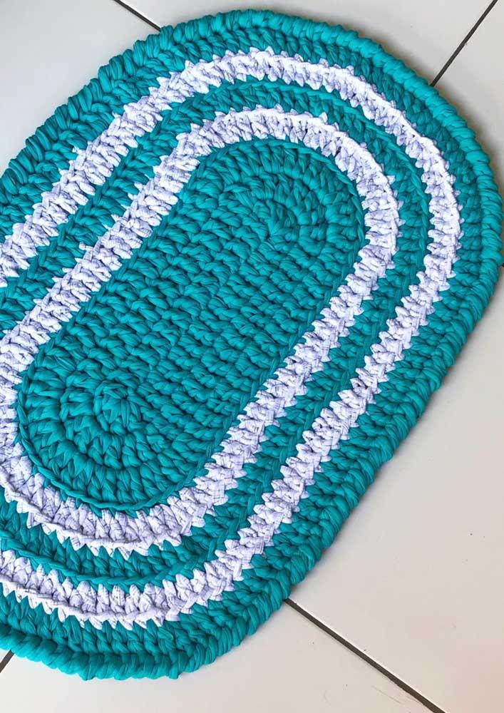 Azul e branco: escolha o seu tapete de crochê de acordo com as cores que mais se harmonizam com a decoração