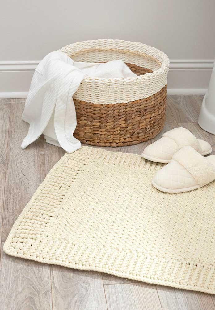 Tapete de crochê para banheiro combinando com o cesto; até o chinelo entrou na brincadeira