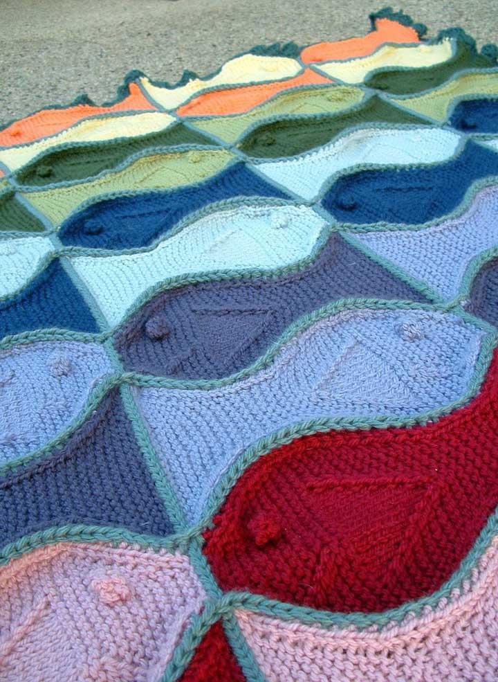 Que graça esses peixinhos coloridos que, quando unidos, dão vida ao tapete de crochê