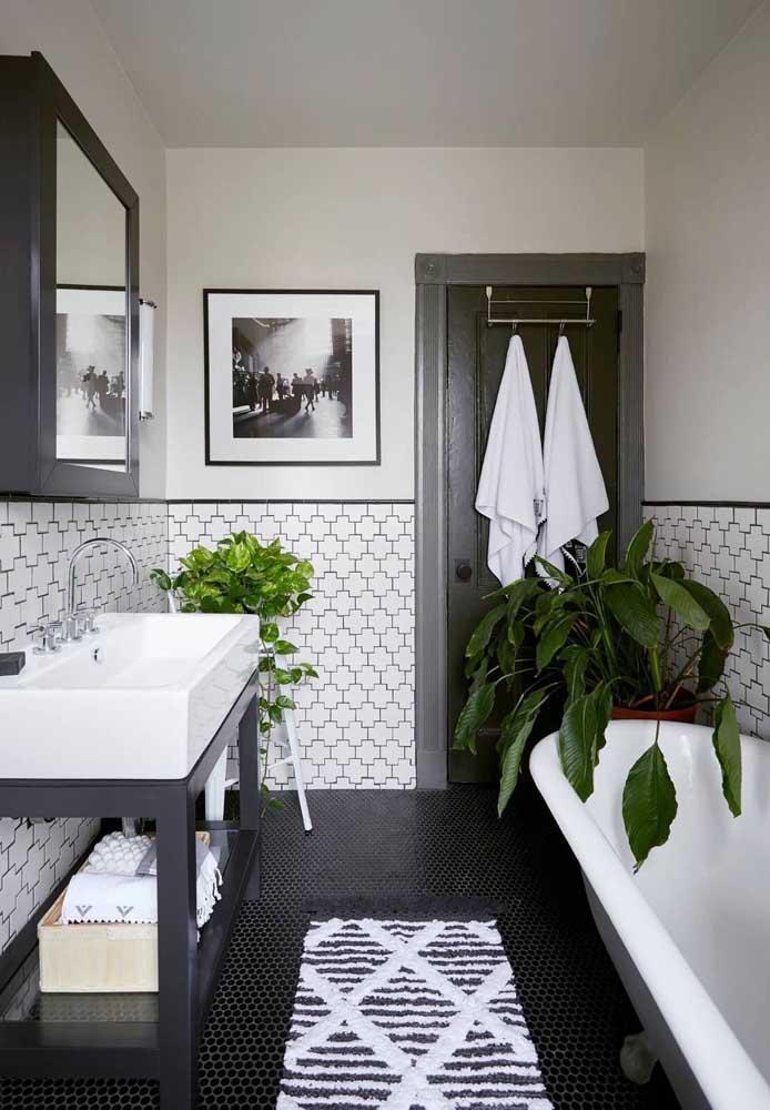 Um padrão de estampa moderno para esse tapete de crochê para banheiro