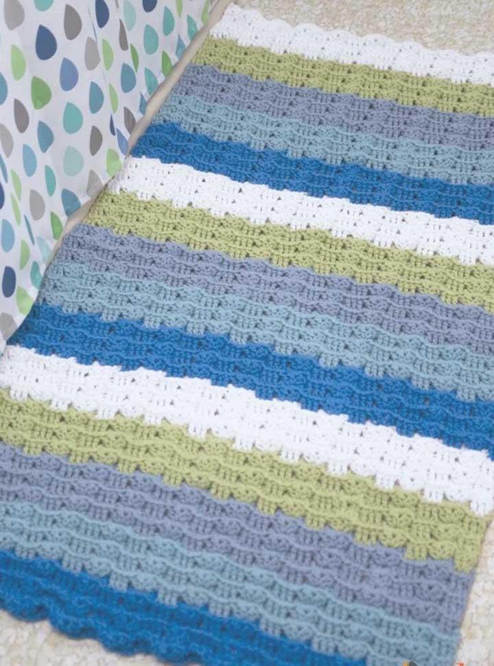 Listras coloridas e de diferentes espessuras para o tapete do banheiro