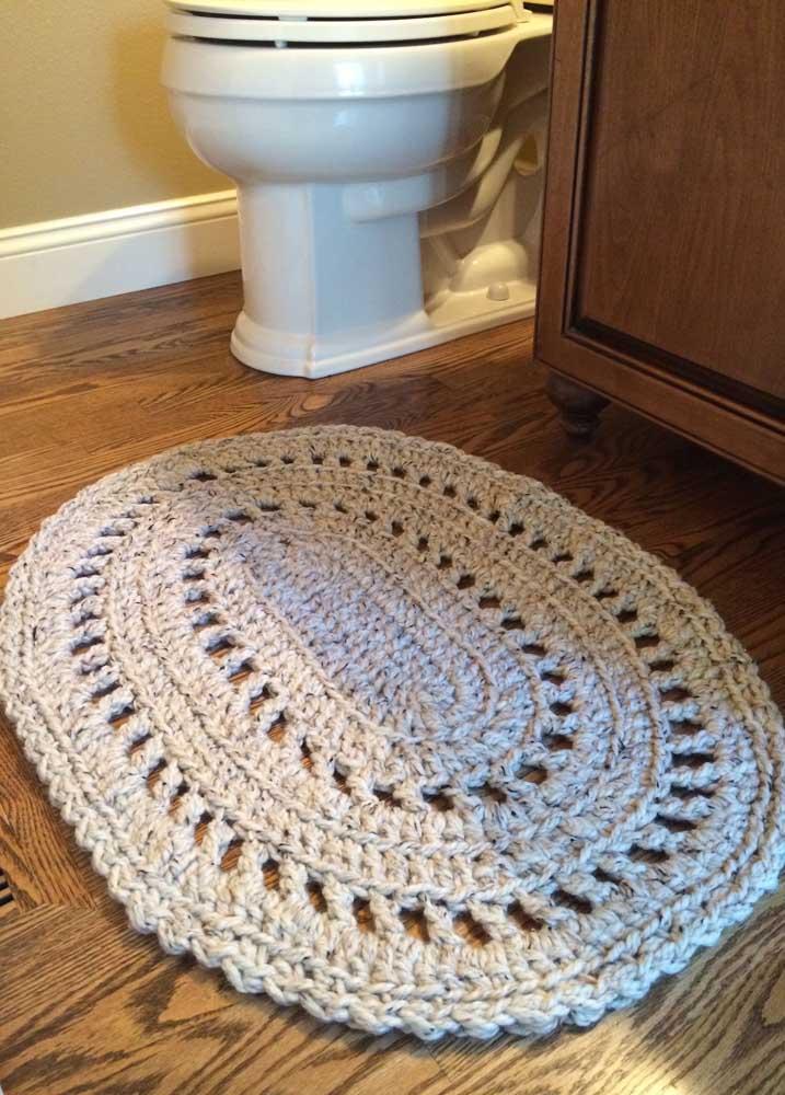 Tapete de crochê para banheiro em tom cru: combina com qualquer estilo de decoração