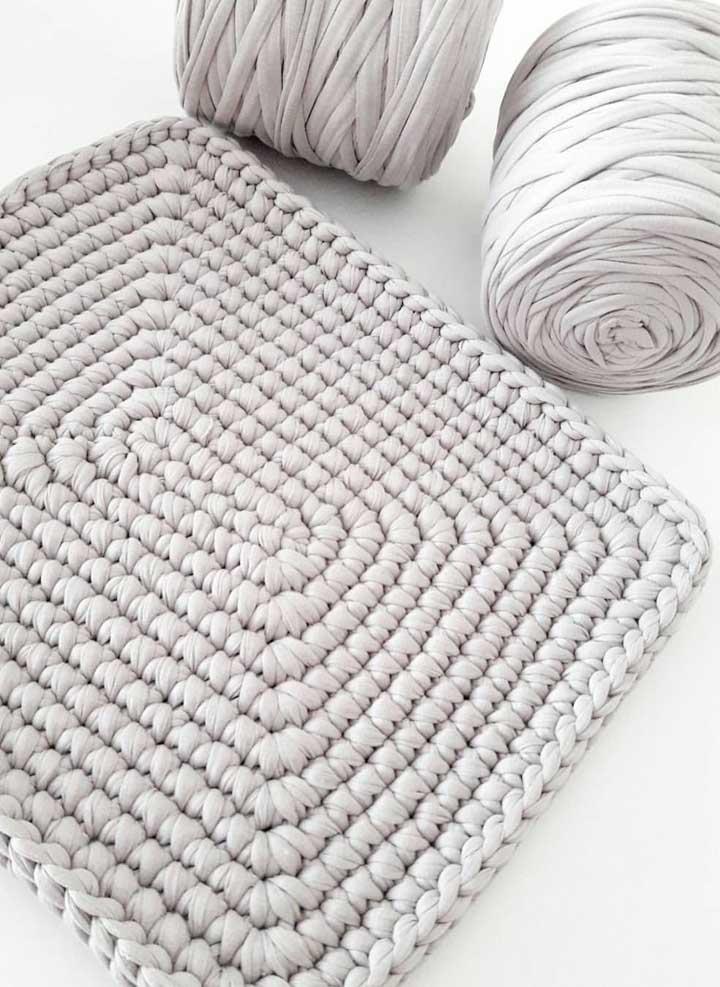 O fio de malha também rende belos tapetes de crochê