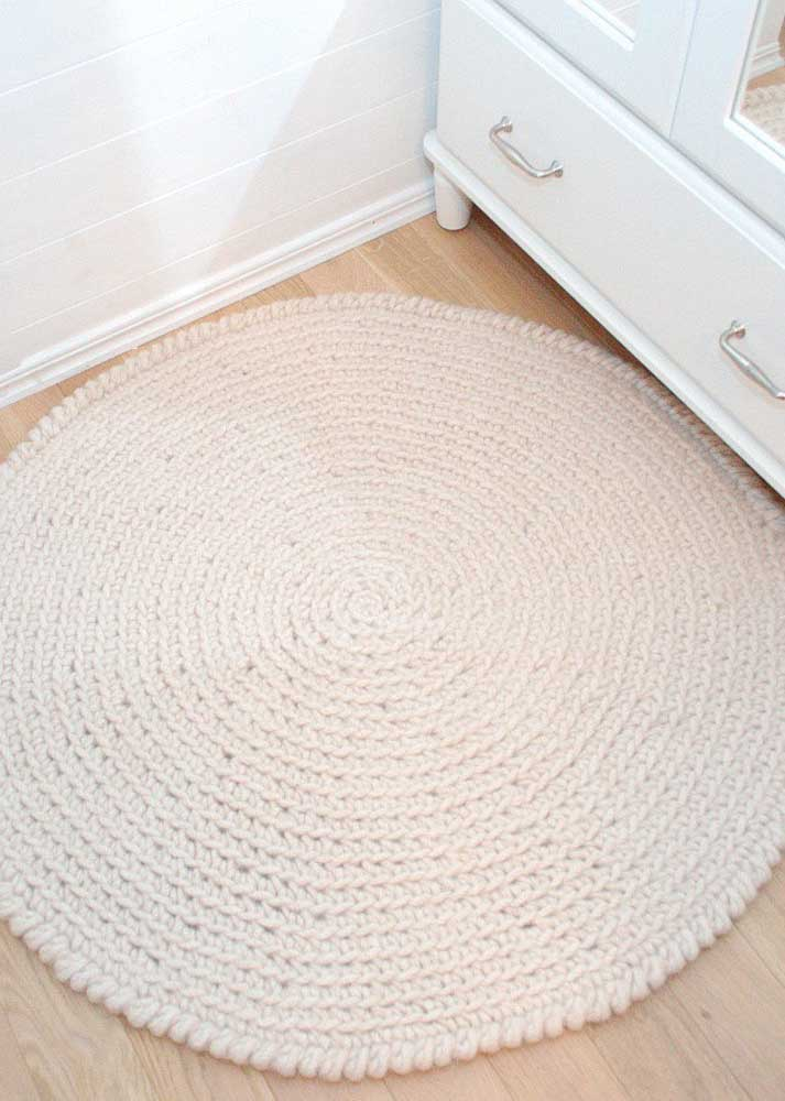 Tapete de crochê redondo para banheiro: simples, neutro e muito decorativo