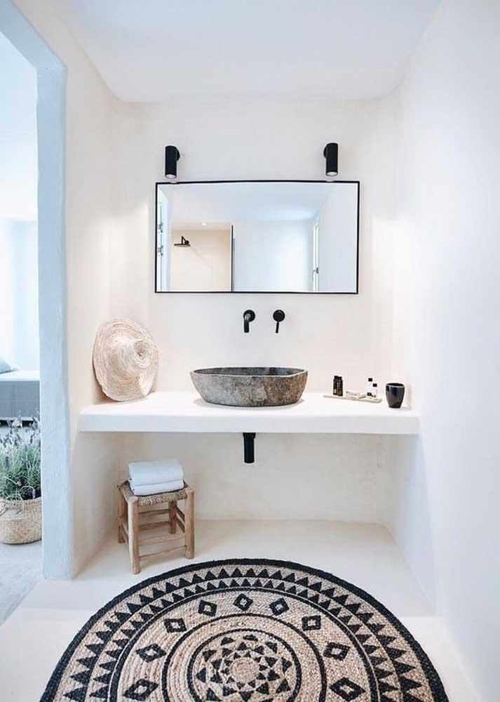 Tapete de crochê para banheiro com estampa étnica: ideal para propostas modernas de decoração