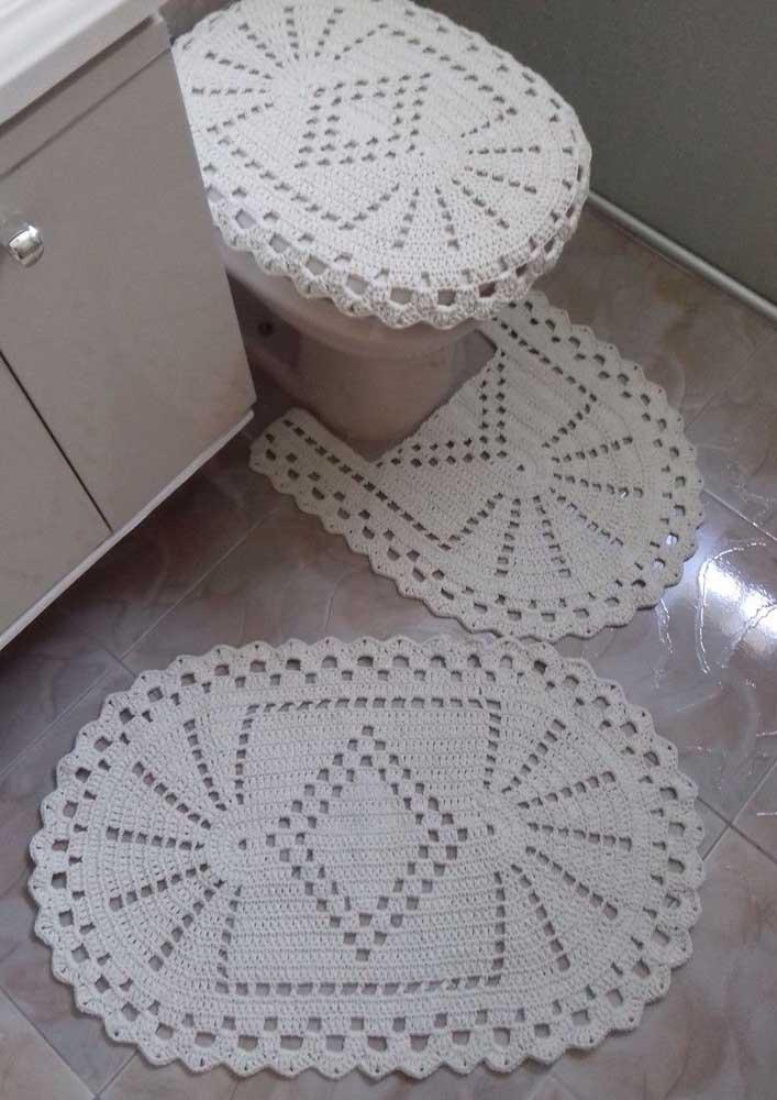Modelo clássico de tapete de crochê para banheiro