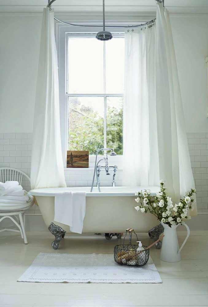 Além de funcional, o tapete de crochê completa a decoração do banheiro com muita classe e elegância