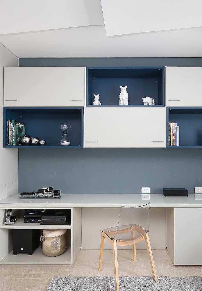 Ou se preferir pode optar por móveis com diferentes tons de azul misturado com branco.