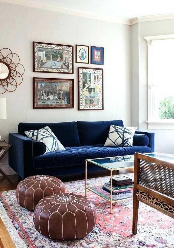 Aposte em uma decoração mais tradicional com as cores azul petróleo e marrom.