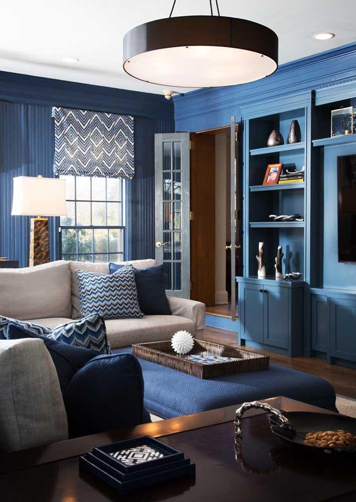 Já pensou em fazer uma decoração como essa usando diferentes tons de azul?