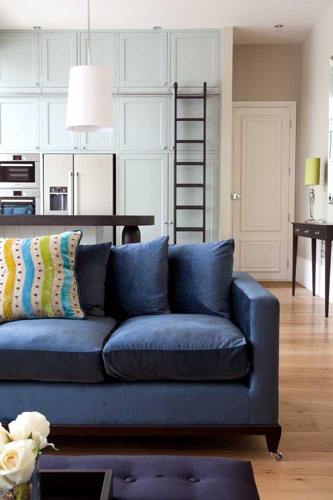 Para diferenciar os cômodos da casa, você pode decorar cada ambiente de uma cor.