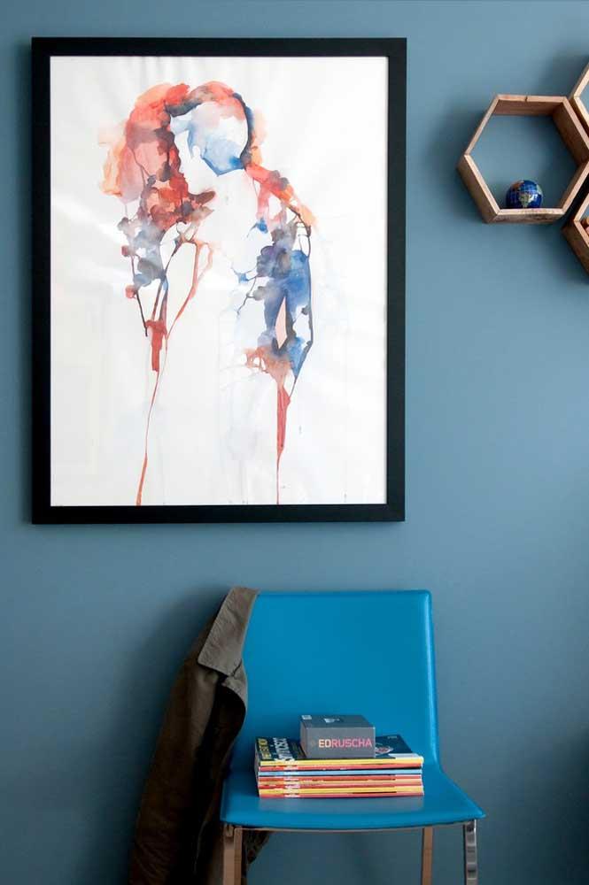 A cor azul petróleo fica perfeita quando usada na parede de uma casa.