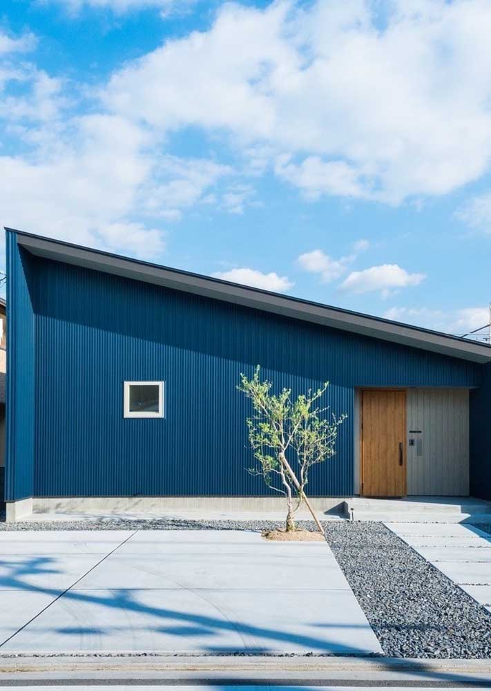 Que tal usar a cor azul petróleo na parte externa da sua casa?