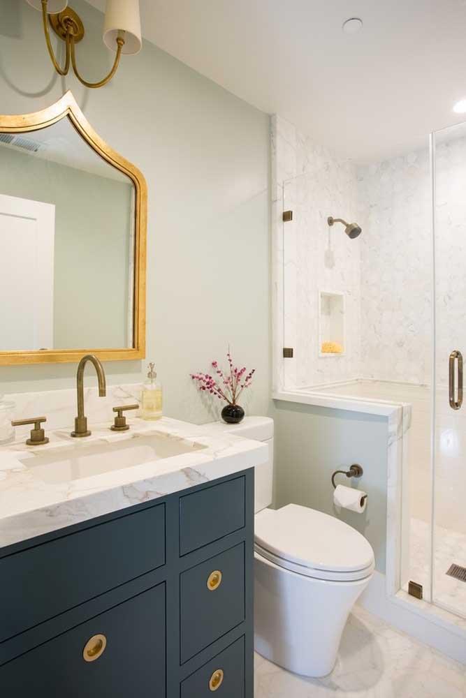 Quer ter um banheiro mais sofisticado? Use a cor azul petróleo na decoração.