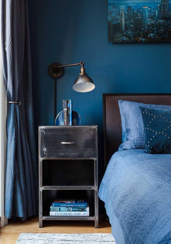 Que tal usar um móvel antigo para combinar com a decoração do quarto?