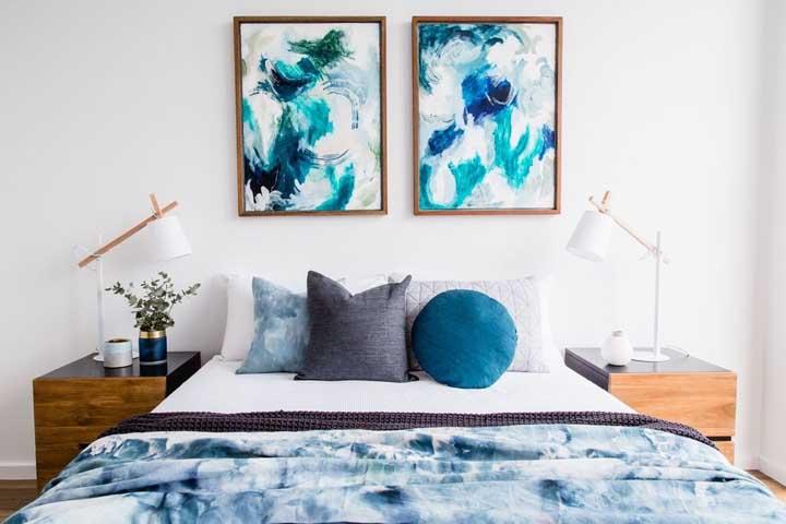 Use quadros que combinem com a decoração do ambiente.