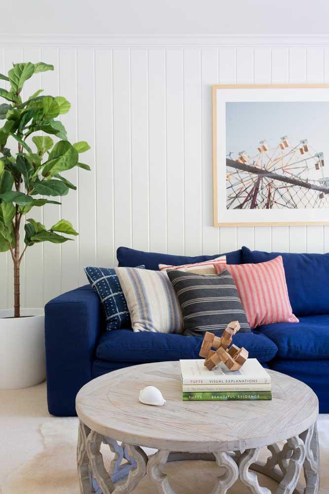 A luz do ambiente interfere na percepção do tom de azul, por isso, atente-se a esse detalhe na sua casa