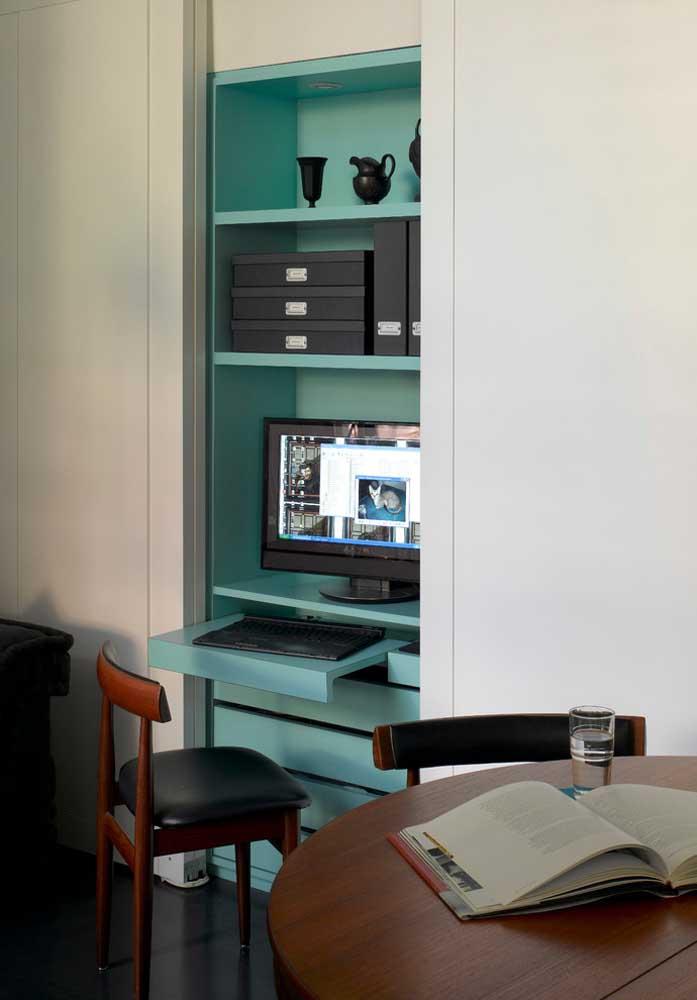 Olha que charme esse armário embutido na cor azul turquesa.
