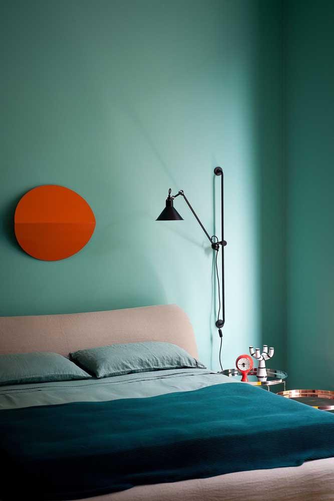 Se for usar a cor azul turquesa na parede do quarto, prefira os tons mais suaves.