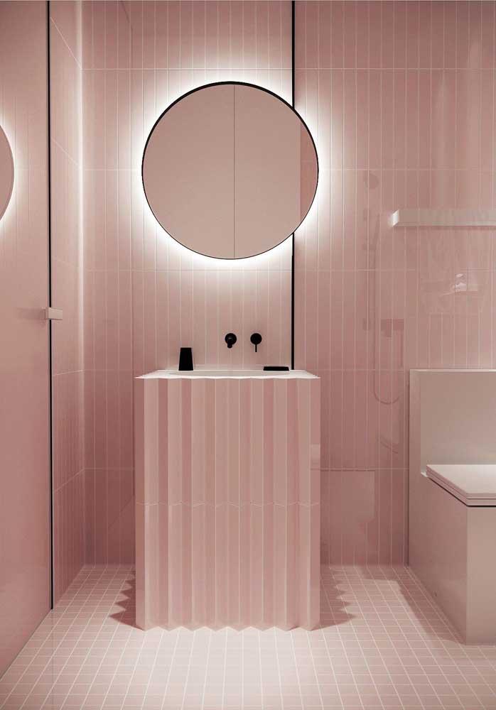 O que acha de usar diferente tons de rosa na hora de decorar o banheiro da sua casa?