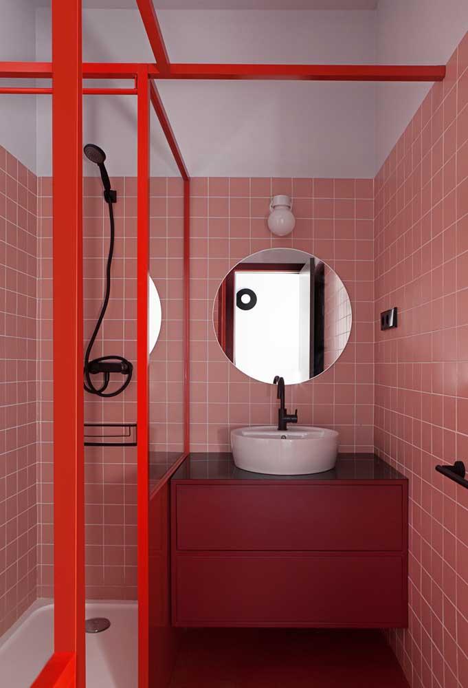 Se você quer se inspirar em algo mais retrô, aposte na combinação vermelho e rosa.