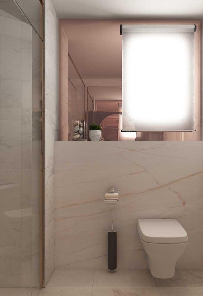 Para banheiros pequenos, o mais indicado é usar tons de rosa mais clarinho com cores como o branco e tons pastel.