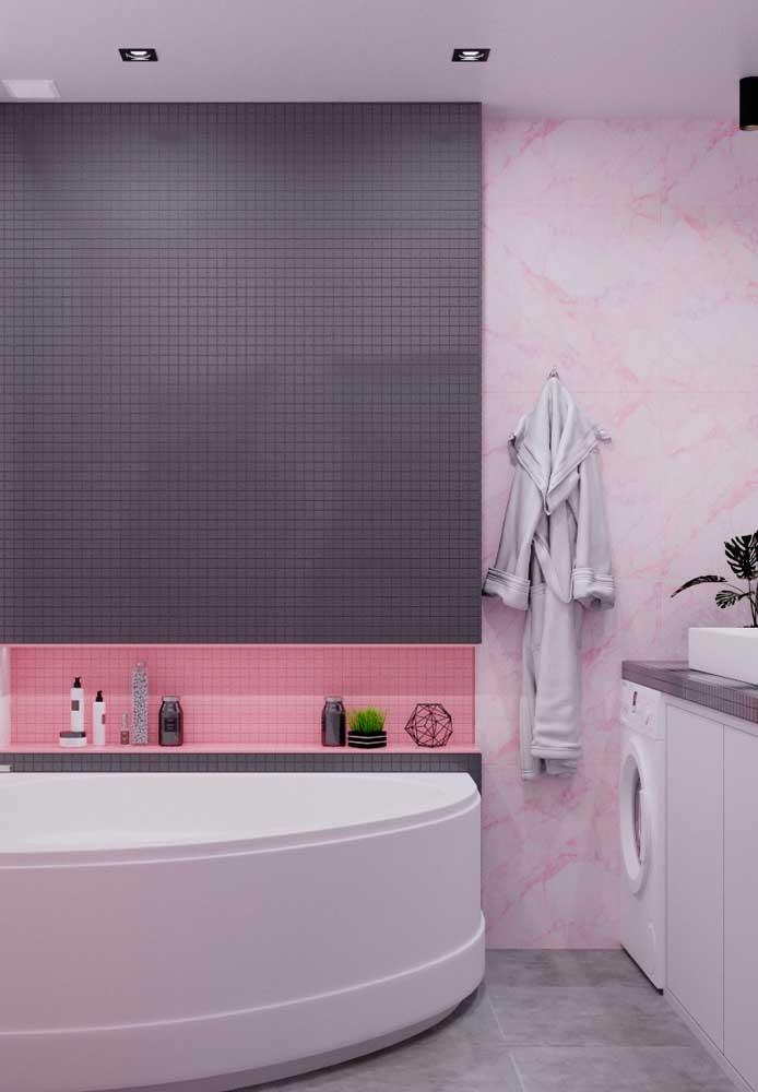 Se você deseja ter um banheiro mais moderno, pode combinar tons de rosa com a cor cinza.