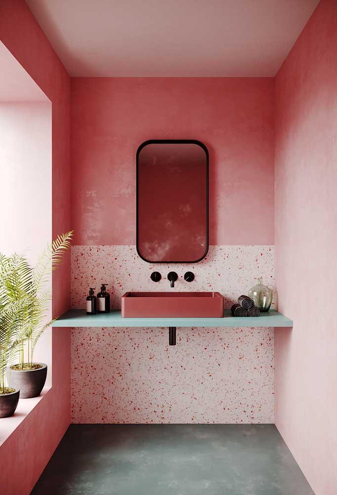 Para os que desejam ter um banheiro mais clássico, pode apostar em diferentes tons de rosa e ainda complementar com a cor preta.