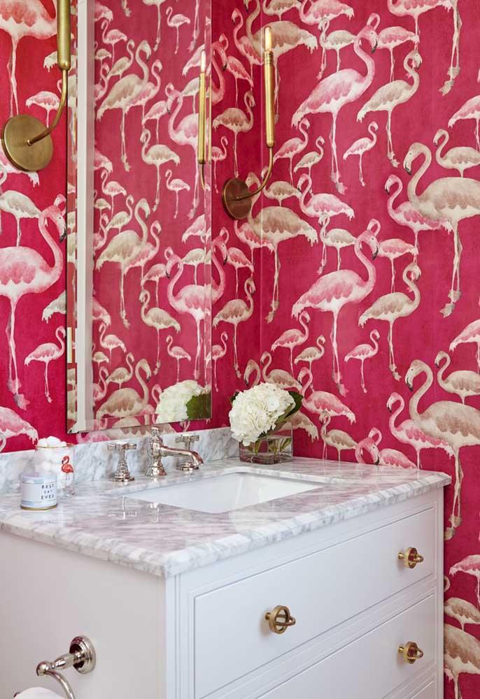 Os flamingos é outra grande tendência de decoração, principalmente, para quartos infantis. Porém, um papel de parede nesse estilo pode ficar perfeito em qualquer ambiente.