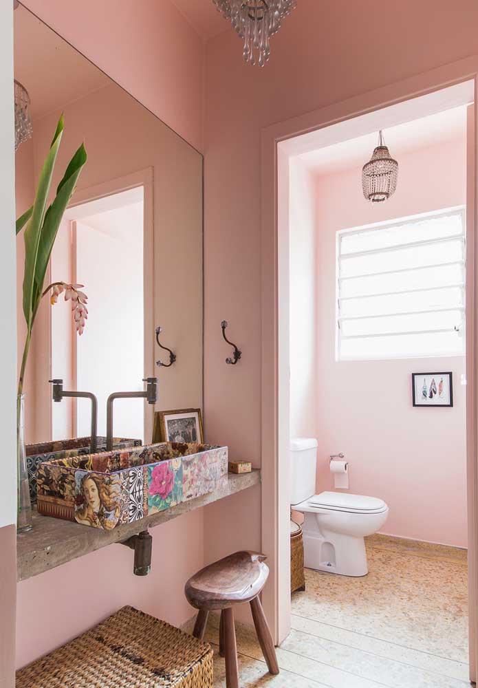 Olha que pia diferente e super cool. Imprima seu estilo e personalidade na decoração do banheiro.