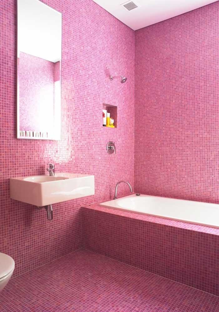 Mais uma opção de decoração na cor rosa, usando apenas ladrilhos nas paredes.