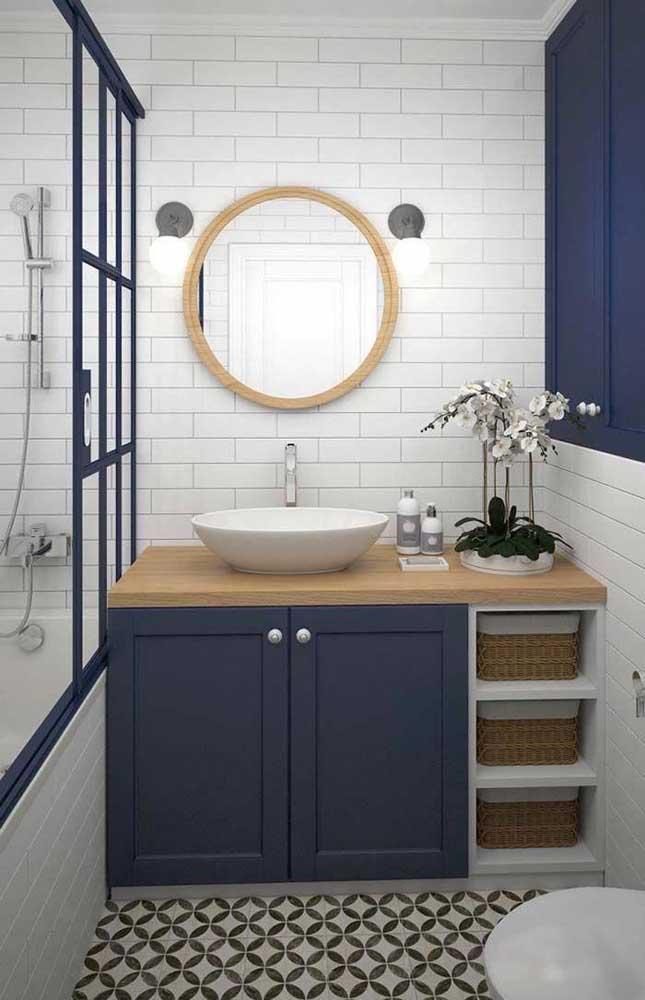 Não hesite em planejar o gabinete do seu banheiro em uma marcenaria; além de mais bonito, o móvel fica muito mais funcional
