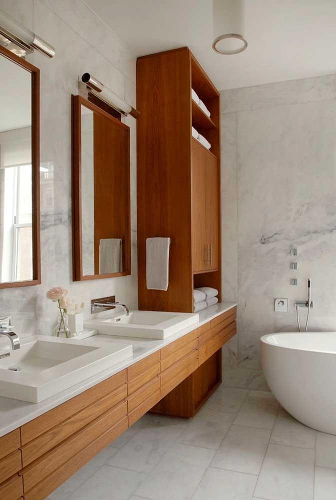 Banheiro aconchegante com móveis sob medida