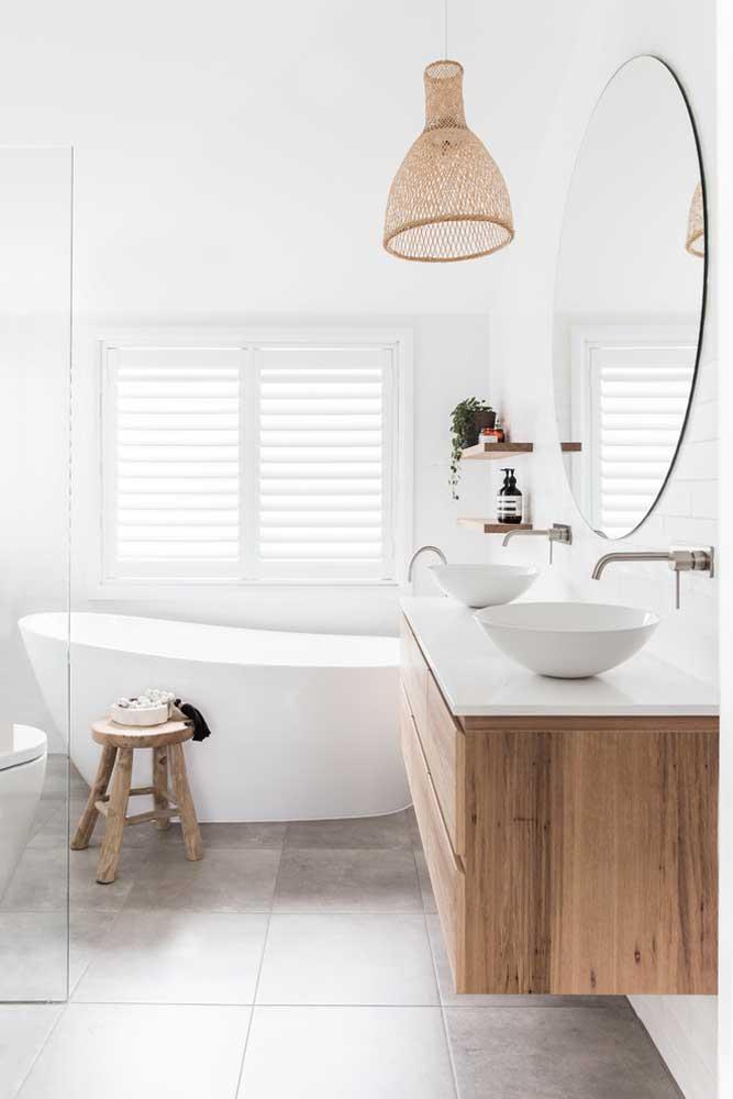 Para quem curte o estilo escandinavo, esse banheiro planejado é perfeito
