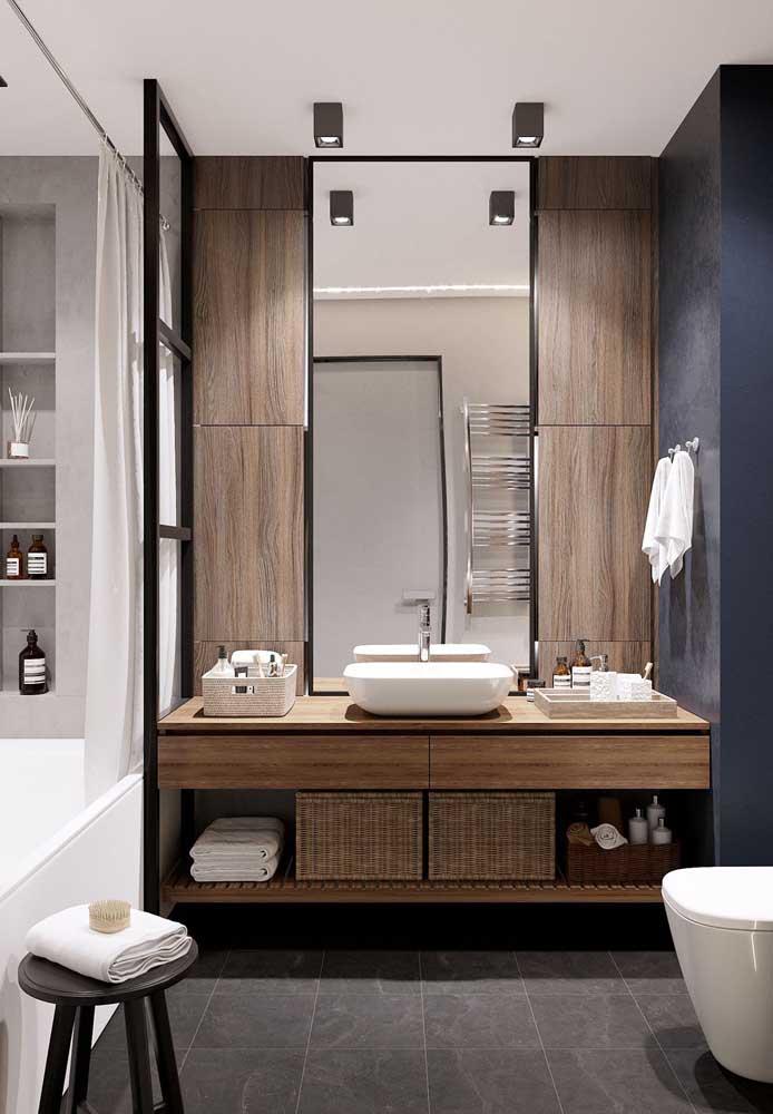 Móveis sob medida são sempre uma boa pedida na hora de pensar o banheiro planejado