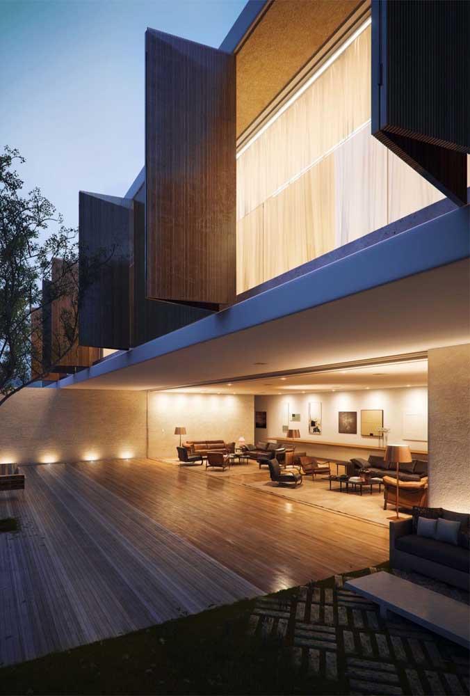 Projeto de casa grande com vista externa e interna; a fachada de linha reta e a integração dos ambientes demonstram a predominância da arquitetura moderna