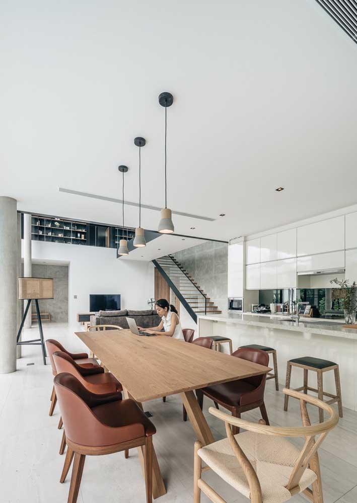 Uma casa grande fica valorizada com a integração dos ambientes, sem contar que essa estrutura aumenta ainda mais a sensação de espaço