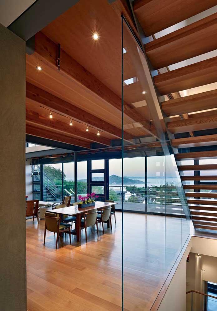 A casa grande também exige alguns cuidados com a decoração, especialmente para não deixar os ambientes vazios e frios demais