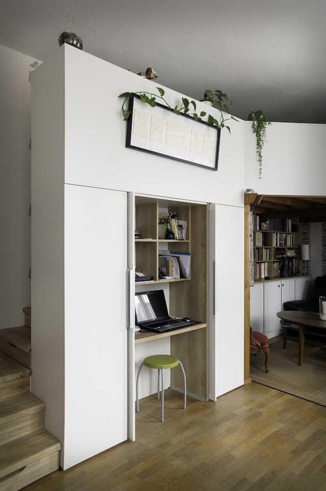 Móveis multifuncionais e compartimentos retráteis e embutidos são a melhor aposta para quem precisa decorar uma casa pequena