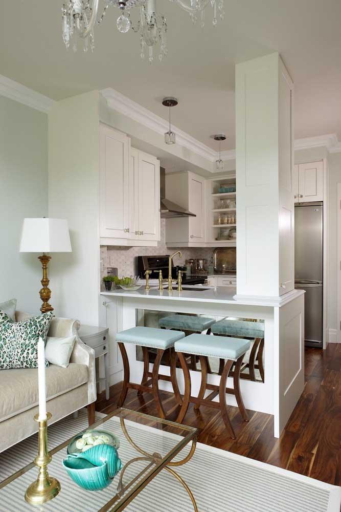 Os ambientes integrados trazem mais funcionalidade para casa pequena, criando sensação de amplitude e valorizando os ambientes