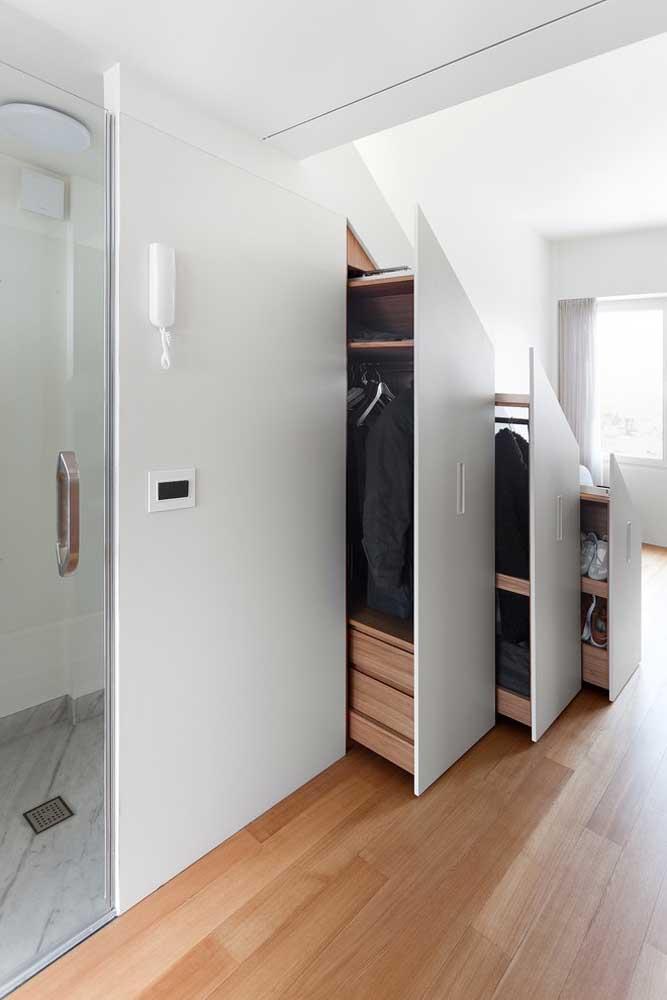 Armários embutidos dentro da escada: uma ótima e inteligente solução para casas pequenas