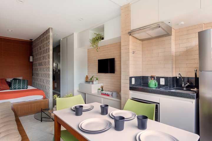 Quarto, sala de estar, cozinha e sala de jantar: tudo isso no mesmo espaço e sem confusão