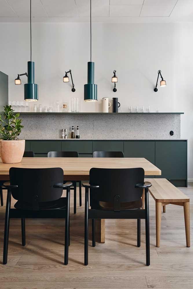 Cozinha moderna de uma casa simples: o necessário, somente o necessário, mas com muito estilo e bom gosto