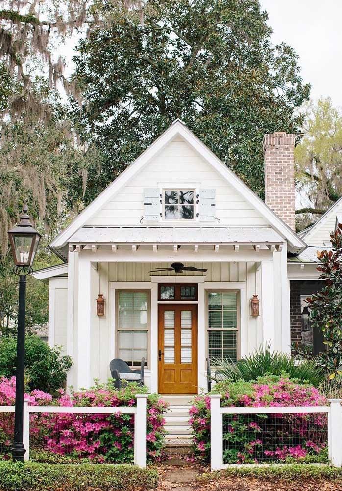 Um charme de casa simples e pequena, parece até ter saído de um conto de fadas
