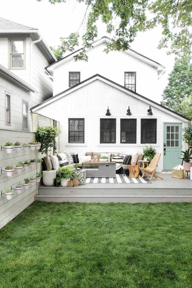 Nada como um jardim bem cuidado para deixar a casa simples ainda mais acolhedora e convidativa