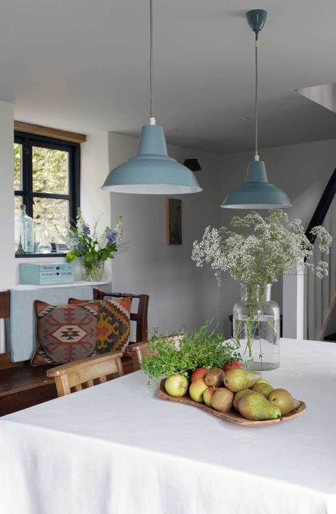 Na hora de planejar a decoração da casa simples busque por elementos naturais e que na grande parte das vezes é de graça ou custa muito pouco, como flores e frutas