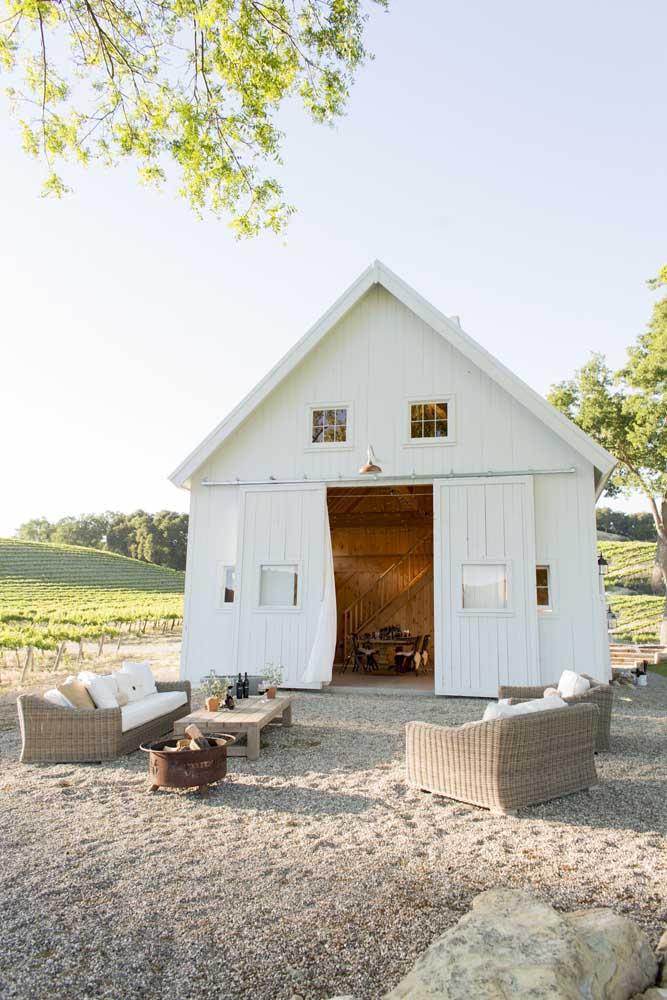 Casa simples combina com o quê? Vida no campo, é claro!